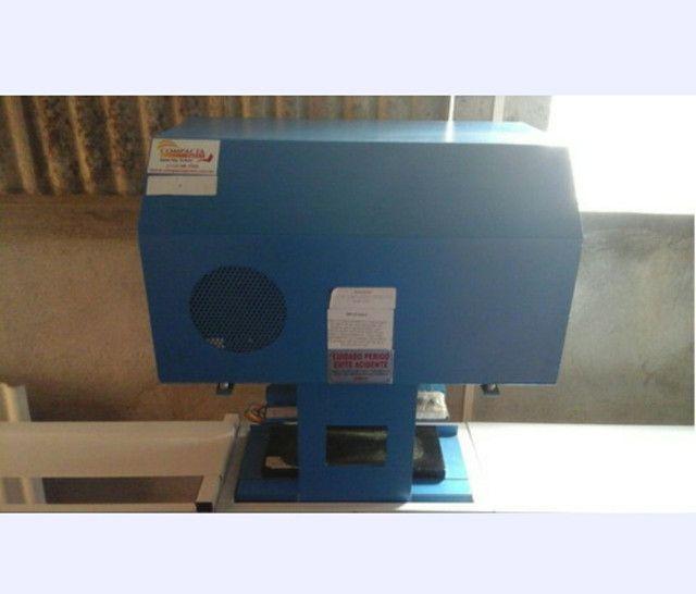 Máquina para fabricação de chinelo automático