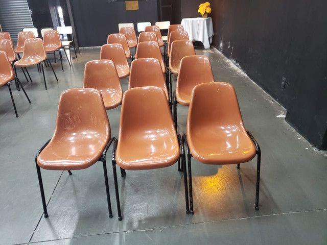 Vendo cadeiras igrejas escolas etc
