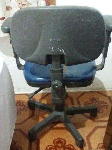 Vendo cadeira de escritório  - Foto 2