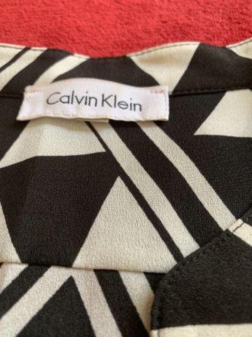 Camisa feminina Calvin Klein  - Foto 2