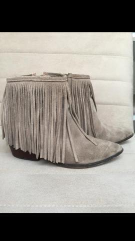 b7b700feb Bota arezzo de franja n°35 com salto embutido - Roupas e calçados ...