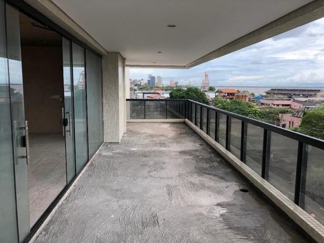 Ed. City Bay - Apto reformado, 302 m², 4 Suítes, 4 Vagas, no Umarizal - Foto 2