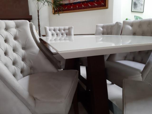Mesa madeira com tampo de vidro off white +6 poltronas rússia - Foto 5