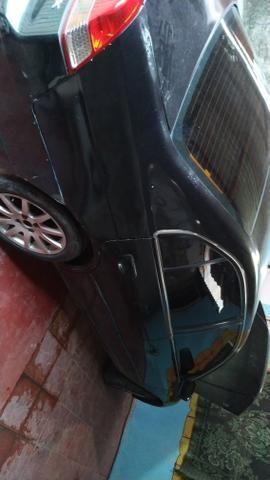 Honda Civic vendo ou troco por carro menor - Foto 2