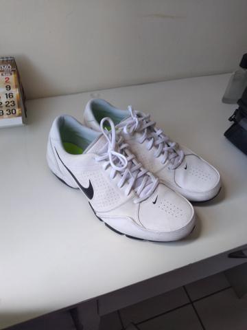 Nike semi novo( quase não usado)
