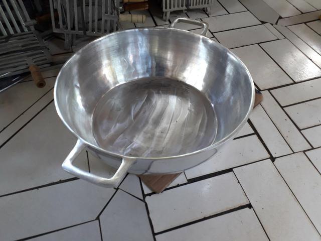 Tacho de alumínio batido 40 litros