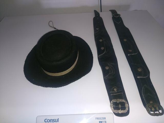Chapéu de criança.e cinto.valor .70 reais - Foto 2