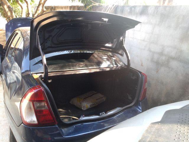Renault Clio Sedan - Foto 8