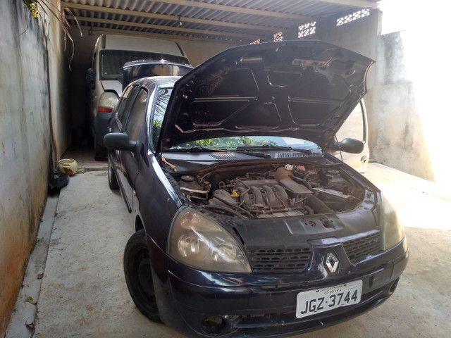 Renault Clio Sedan - Foto 13