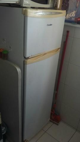 Vendo geladeira usada, preço a combinar