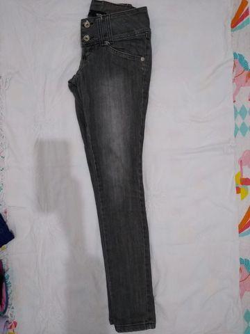 Calça jeans acinzentada, usada - Foto 2