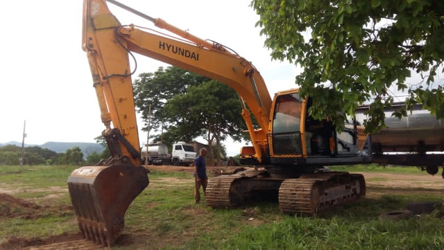Escavadeira Hyundai 160 série 9 2015  - Foto 4