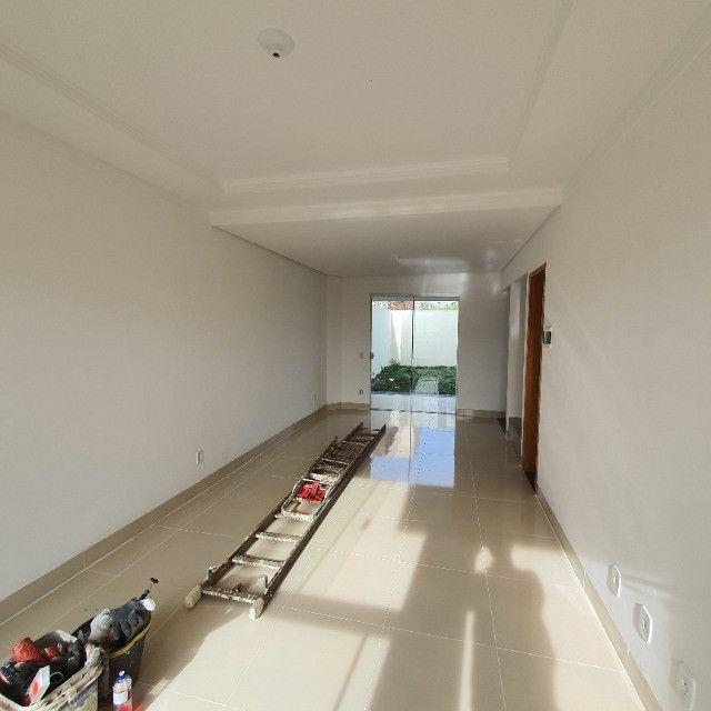 Sobrado 3 quartos no Antônio Barbosa, nunca habitado, construção com material de primeira - Foto 2