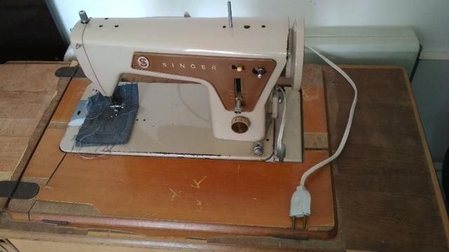 Máquina de costura Singer de Ferro + Gabinete - Foto 2