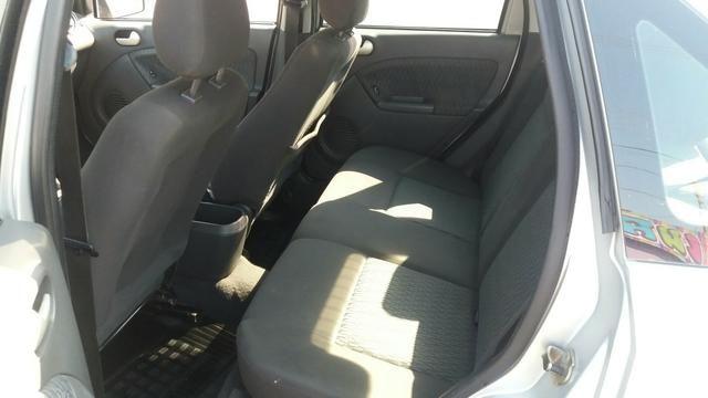 Ford Fiesta Sedan 1.6 2005 - Foto 6