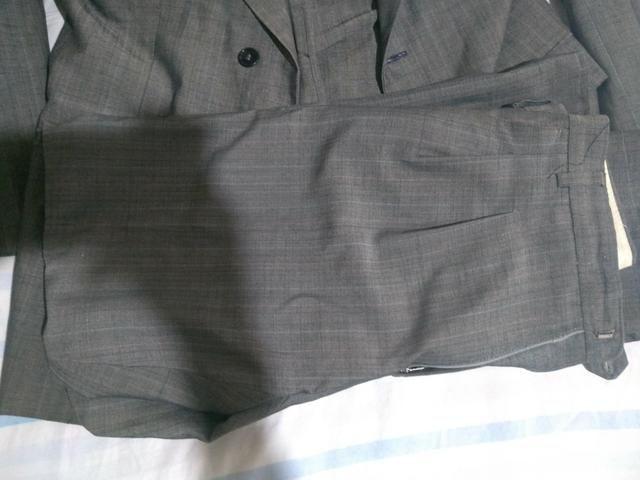 Terno: Calça N° 36 e Blazer N° 42 . Blazer preto: N° 44 + 2 gravatas