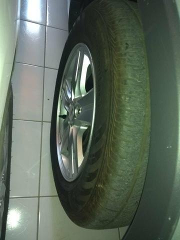 Vendo pneu Continental 205/70 R16