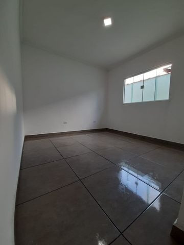 Casa individual 2 dorm 4 vagas fundo coberto p/ churrasqueira - AC carro e financ - Foto 8