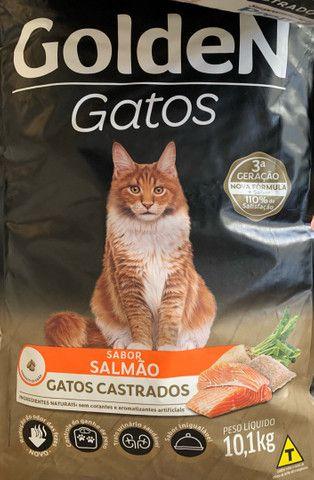 Ração Golden 10,1kg Gatos - Filhotes, Castrados, Adultos - Frango Carne Salmao - Foto 2