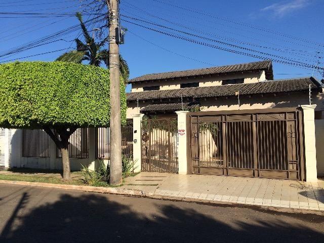 Casa discreta ampla com 2 frentes - sem fiador