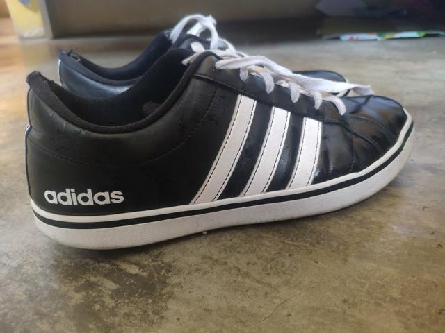 Tênis Adidas preto e branco/ 39