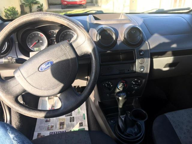 Ford Fiesta Sedan em perfeito estado - Foto 6