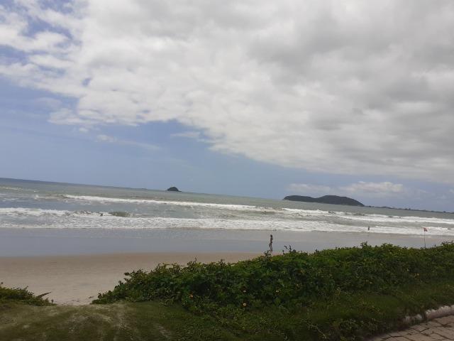 Alugo temporada sobrado perto da praia - Foto 5
