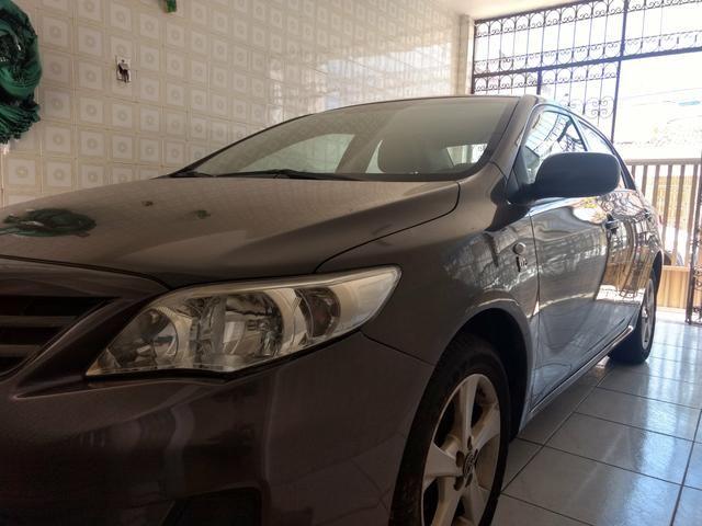 Corolla 2012/2013 Vendo ou troco em carro menor valor - Foto 4