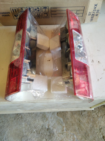 Par de lanternas traseiras da Ford Transit - Foto 2