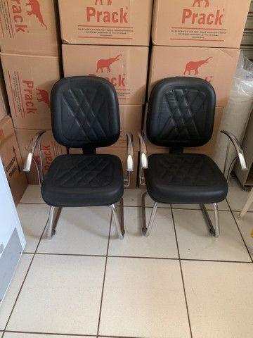 Conjunto de cadeiras para escritório