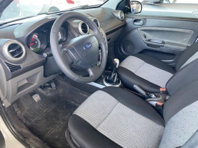 Fiesta sedan 2014 1.6 57000km. - Foto 7