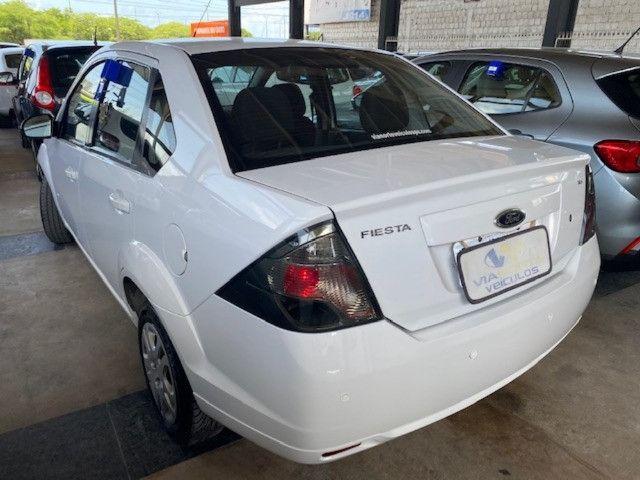 Fiesta sedan 2014 1.6 57000km. - Foto 4