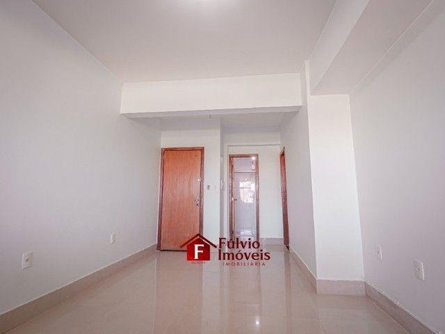 Apartamento com 3 Quartos, 1 Vaga de Garagem Coberta, Elevador em Vicente Pires. - Foto 3