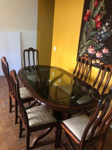 Mesa de vidro e madeira com 6 cadeiras - Foto 2
