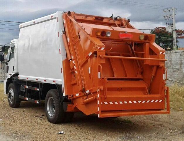 Aluguel caminhão compactador prensa coletor de lixo - Foto 11