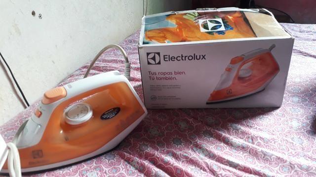 Ferro de passar roupa eletrolux seminovo e sem defeito algum aceito cartão - Foto 3