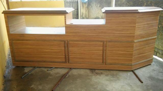 Balcão de madeira e vidro - Foto 3
