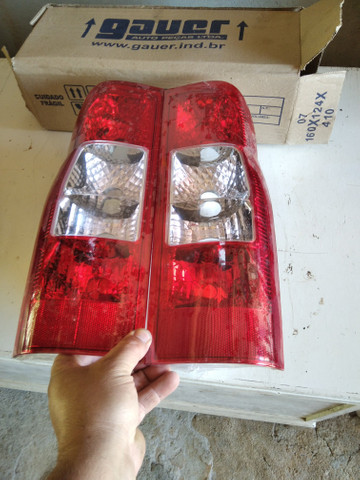 Par de lanternas traseiras da Ford Transit
