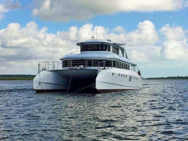 Lindo Barco Catamarã - Foto 2