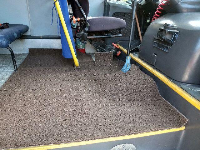 Vendo ou troco por van micro onibus - Foto 4