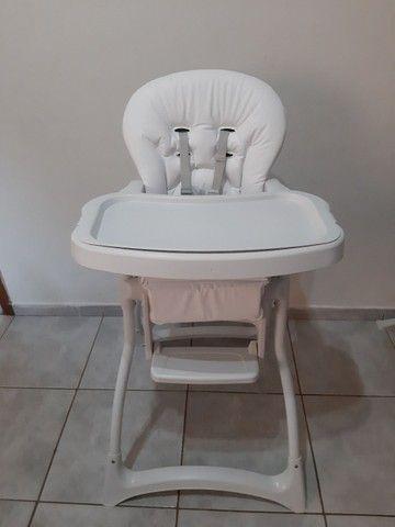 Cadeira alimentação SEMI NOVA... COM ESTOFADO NOVO