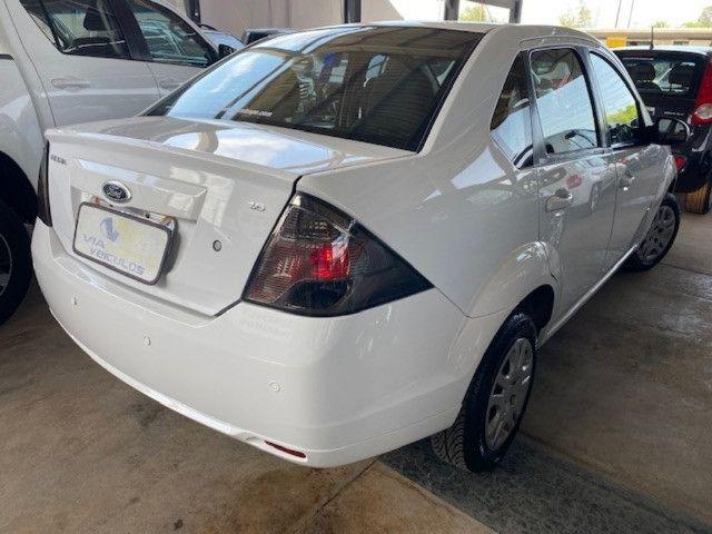 Fiesta sedan 2014 1.6 57000km. - Foto 3