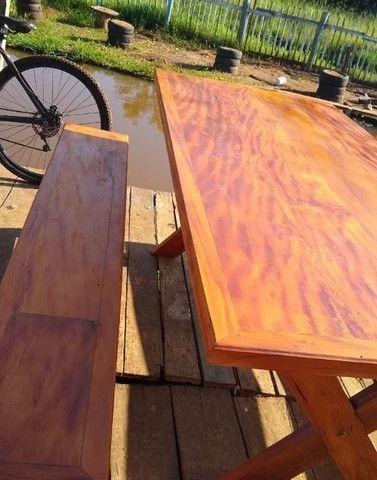 Mesa com dois bancos Madeira de demolições 2 metros de comprimento por 90 cm largura  - Foto 4