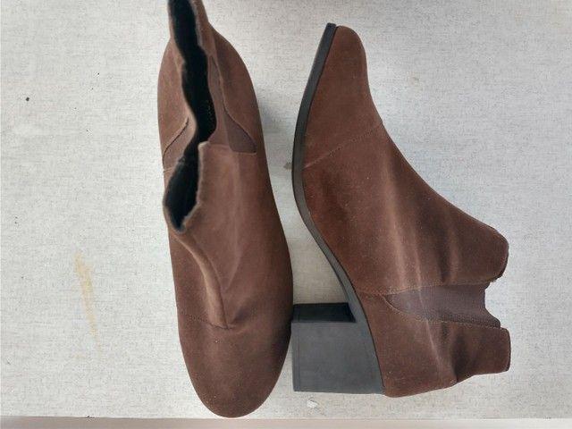2 sapatos femininos - sapato e bota - Foto 4