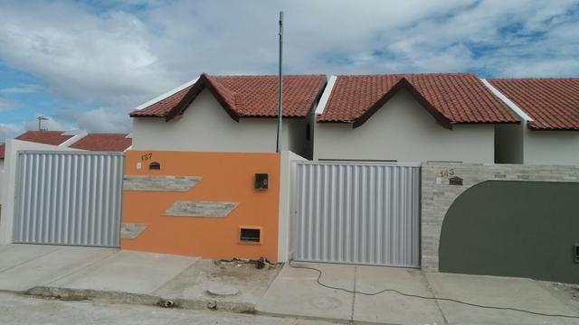 Casa com 2 quartos, beco e quintal grande