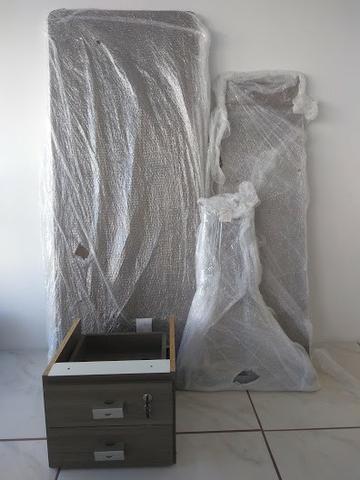 Mesa pequena p/ escritório (desmontada) - Foto 2