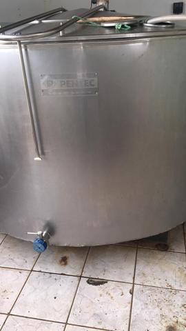 Tanque de leite Pentec.