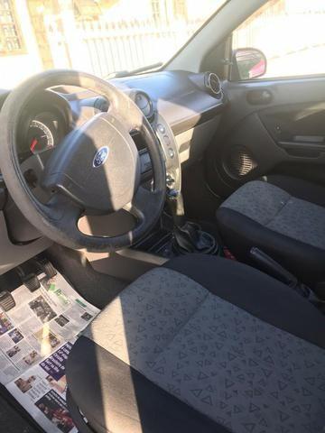 Ford Fiesta Sedan em perfeito estado - Foto 5