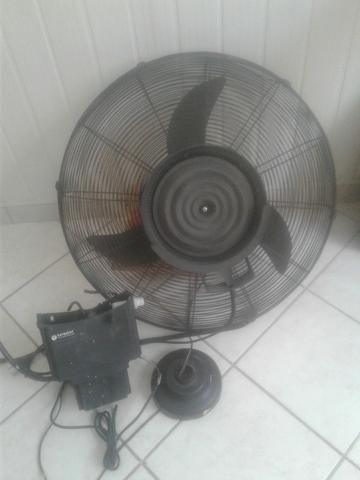 Cadeiras acolchoadas, Ventilador com vaporizador, Bateria e Guitarra - Foto 3