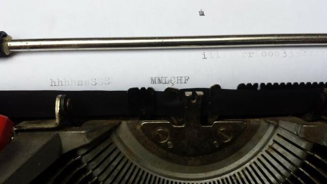 Máquina De Escrever Olivetti Dora Antiga - Foto 4